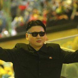 酷新聞:山寨金正恩現身奧運閉幕 揮舞彩虹旗幟力挺同志?