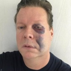 酷新聞:扮裝酒吧老闆遭恐同攻擊 泣訴「都是川普的錯」