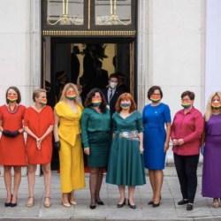 酷新聞:波蘭恐同總統 就職典禮  議員戴彩虹口罩抗議