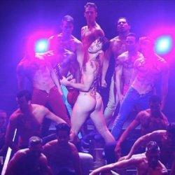 酷新聞:百老匯為愛滋募款 150舞者全裸演出