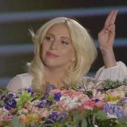 酷影音:Lady Gaga 演唱約翰藍儂經典歌曲 驚艷歐洲