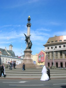 pomnik Adama Mickiewicza na placu Mariackim we Lwowie