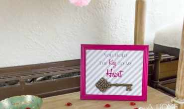 """Easy Valentine's Day Decorations- """"You Hold the Key to My Heart"""" Frame"""