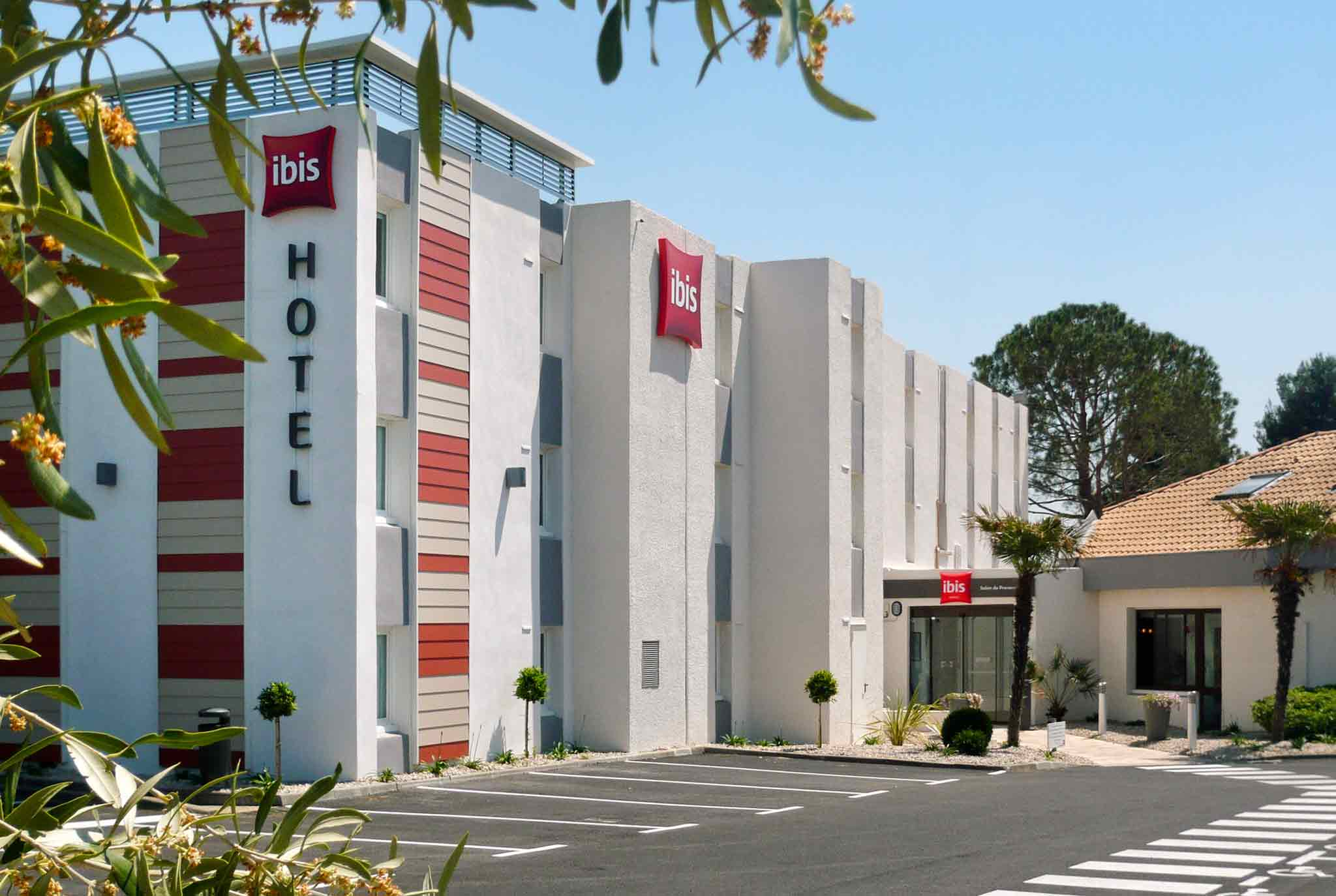 Booking Salon De Provence Hotel In Salon De Provence Ibis Salon De Provence South