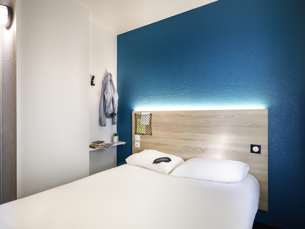 La Chambre Wellington Boots Hotel In Angoulins S Mer Hotelf1 La Rochelle Angoulins