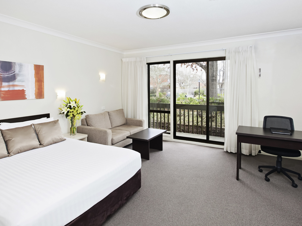2 Bedroom Accommodation Canberra Hotel In Canberra Ibis Styles Canberra Tall Trees