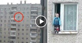 HOLY SHIT: Criança Anda no Parapeito da Janela do 8º Andar
