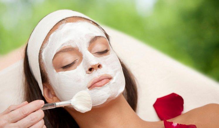 Facial-applying organic cream_natural beauty
