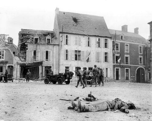 754px-Trévières,_1944