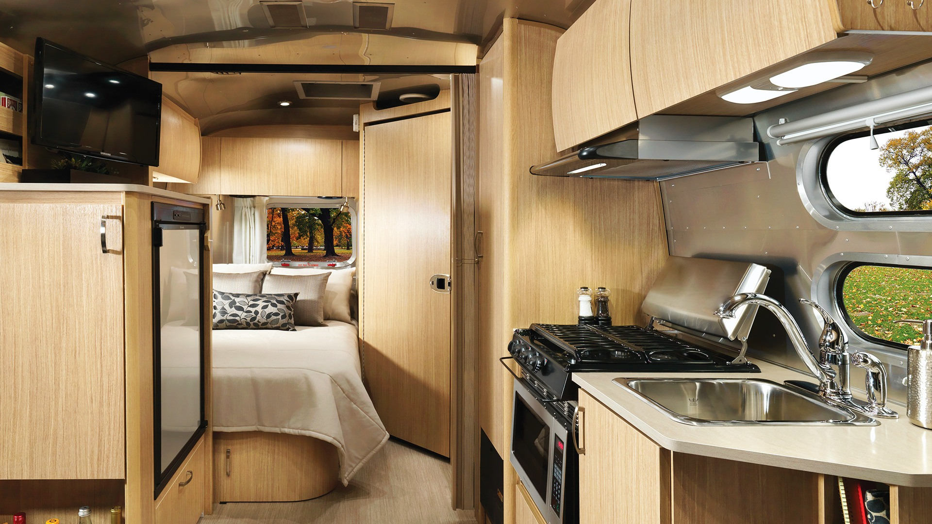 Flying Spaces flying Cloud | Travel Trailers | Airstream