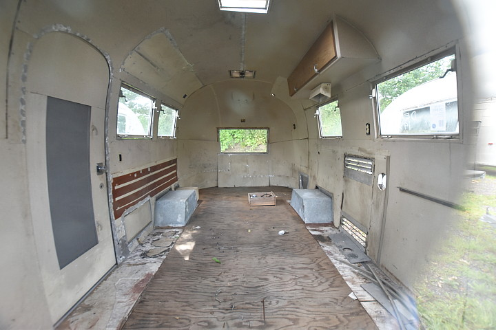 Vintage Möbel Usa 19 Feet Airstream Globetrotter .. Empty Vintage Trailer