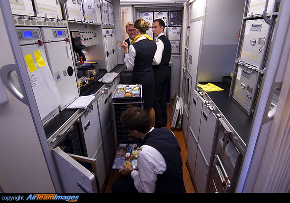 First Class A380 Lufthansa Airbus A380-841 (f-wwjb) Aircraft Pictures & Photos