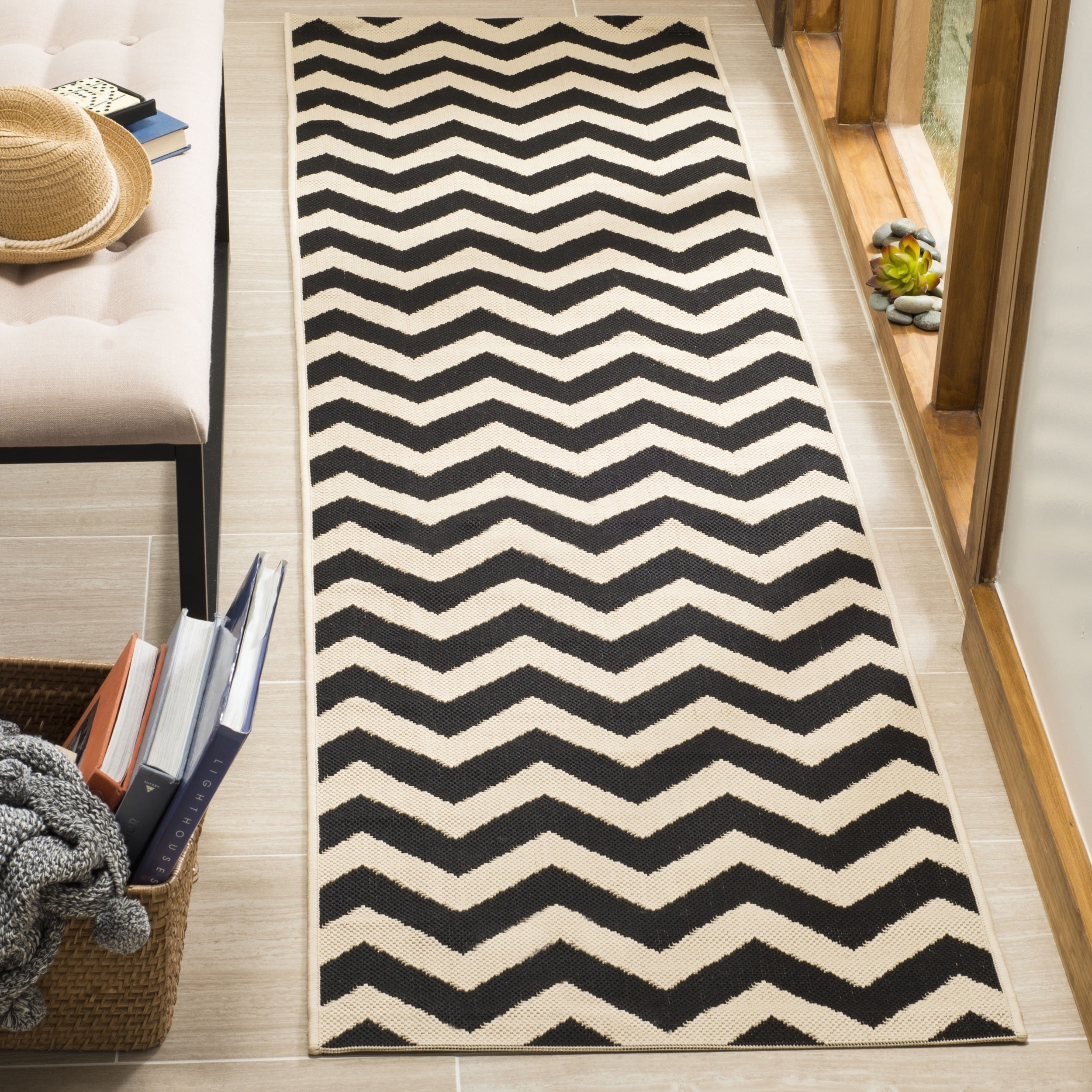 Safavieh Courtyard Safavieh Courtyard Chevron Black Beige Indoor Outdoor Rug
