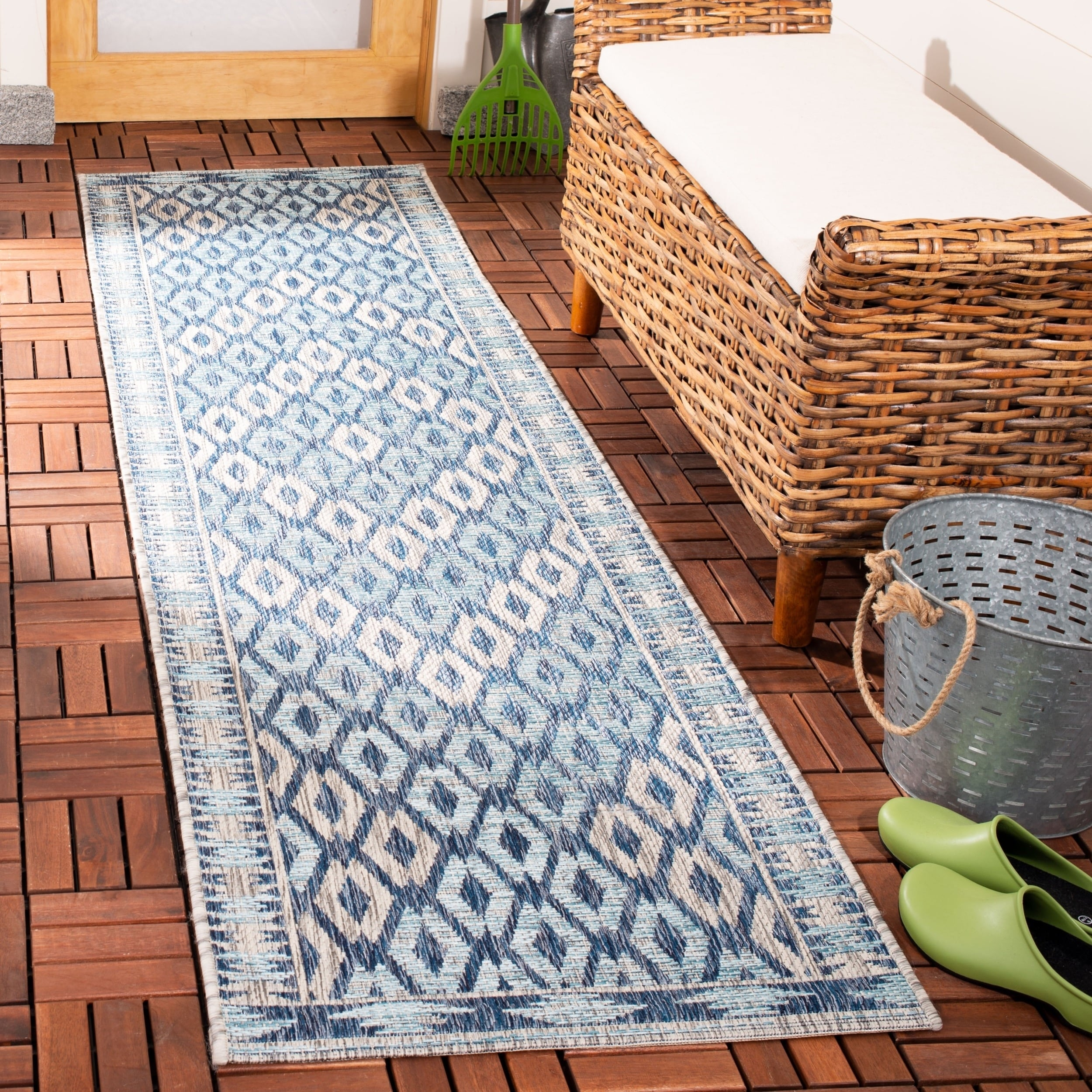 Safavieh Courtyard Safavieh Courtyard Indoor Outdoor Transitional Geometric Navy Grey Rug 2 3