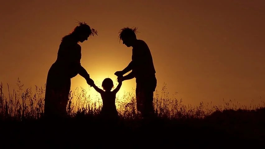 Boy And Girl Hug Wallpapers Happy Family Father Mother And Baby Playing At Sunset