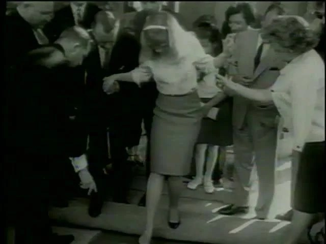 Tcl 49 Actress Hayley Mills At The Hand And Foot Print Ceremony