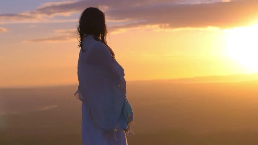 Sad Alone Girl Hd Wallpaper Download Sad Lonely Woman Standing Alone Against A Beautiful Sunset
