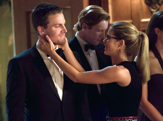 Olivia Pope Quotes Wallpaper Arrow Scoop Emily Bett Rickards Teases A Change In