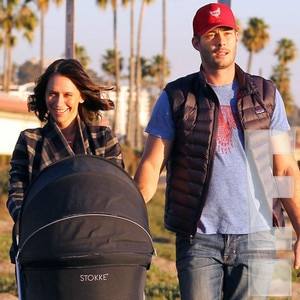 Baby Stroller In Usa Exclusive Pics Jennifer Love Hewitt Out With Hubby Baby