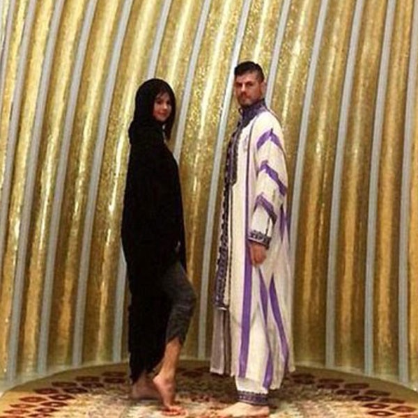 Selena Gomez Faces Backlash After Flashing Ankle in Abu Dhabi Mosque: See the Controversial Pic ...