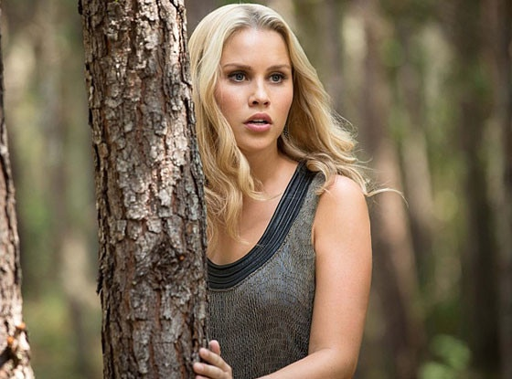 Fall 2017 Wallpaper Claire Holt Is Returning To The Originals Get The Scoop