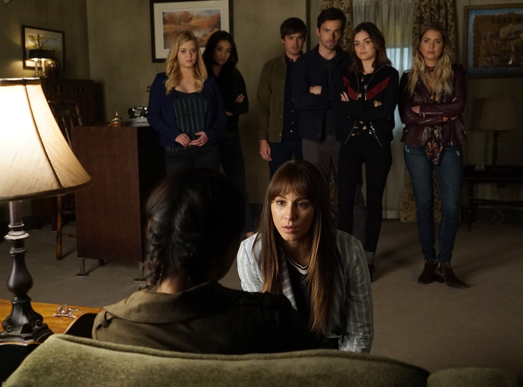 Couch Online Shop Wait, Does This Pretty Little Liars First Look Reveal Who