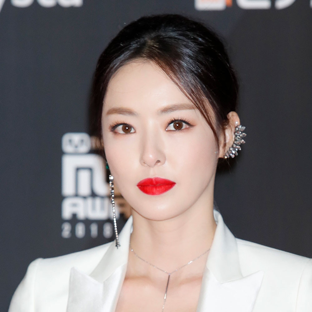 8 Products To Get Lee Da Hees 2018 Mama Red Carpet Look