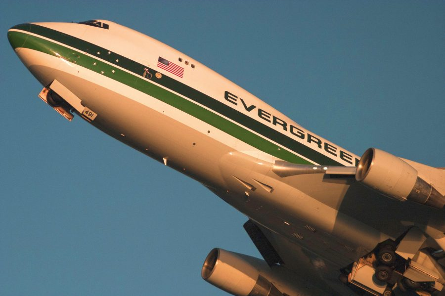 Image of 747 on takeoff