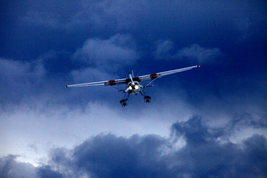Cessna on wheel skis