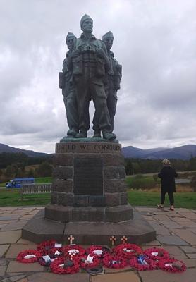 4 Commando Statue 400