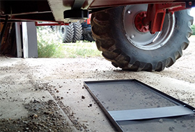 Lower harvest losses start with a drop pan | Alberta Canola Producers Commission
