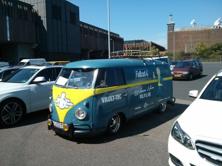 Pretty Sweet 'Fallout 4' Van Touring Conventions - ALBOTAS