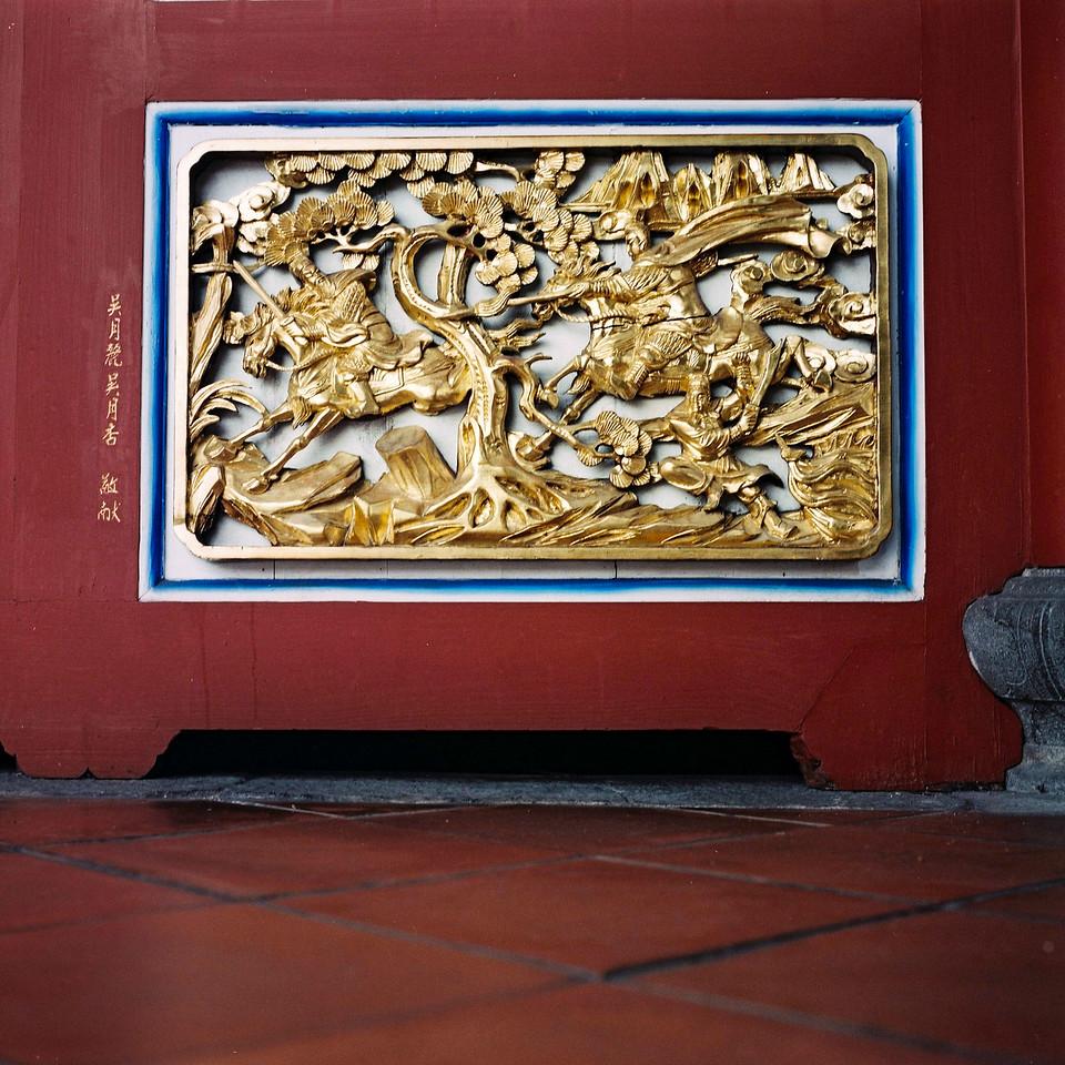 雕刻 / diāo kè / Carving - Fuji Superia 100 shot at EI 100. Color negative film in 120 format shot as 6x6.