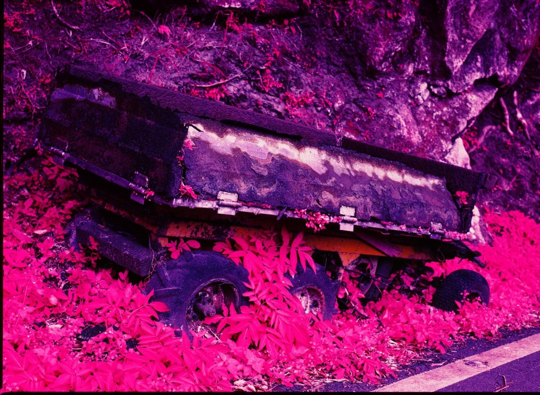 Road train - Kodak AEROCHROME 1443 - ISO200 - Planar 80/2.8 - Orange #21 filter / 120 as 6x4.5