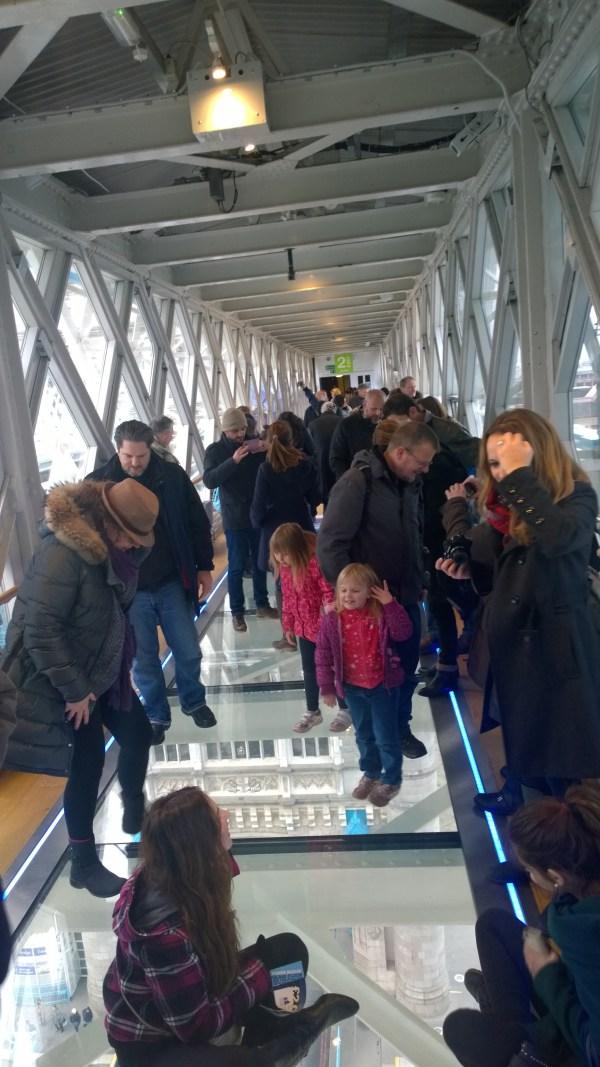 Tower Bridge mange mennesker