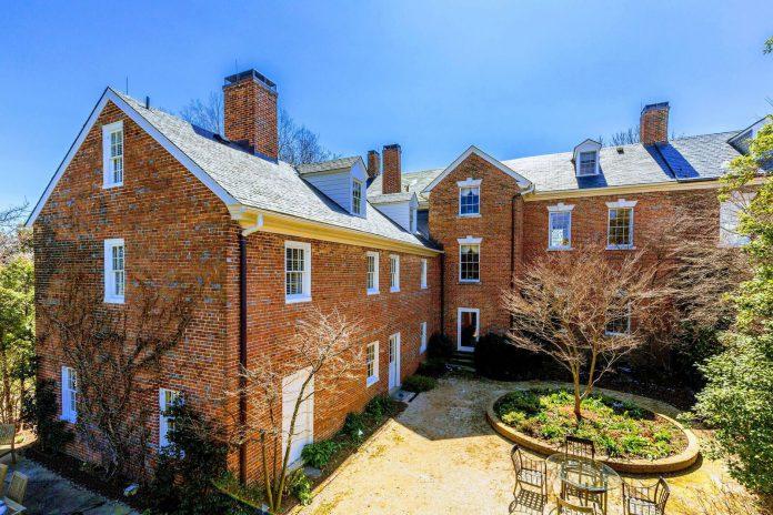 How to sell \u0027this old house\u0027 Owner, realtor talk Lee boyhood home