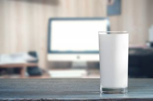Россельхознадзор поведал о способах фальсификации молока | Рынок | Деньги | Аргументы и Факты
