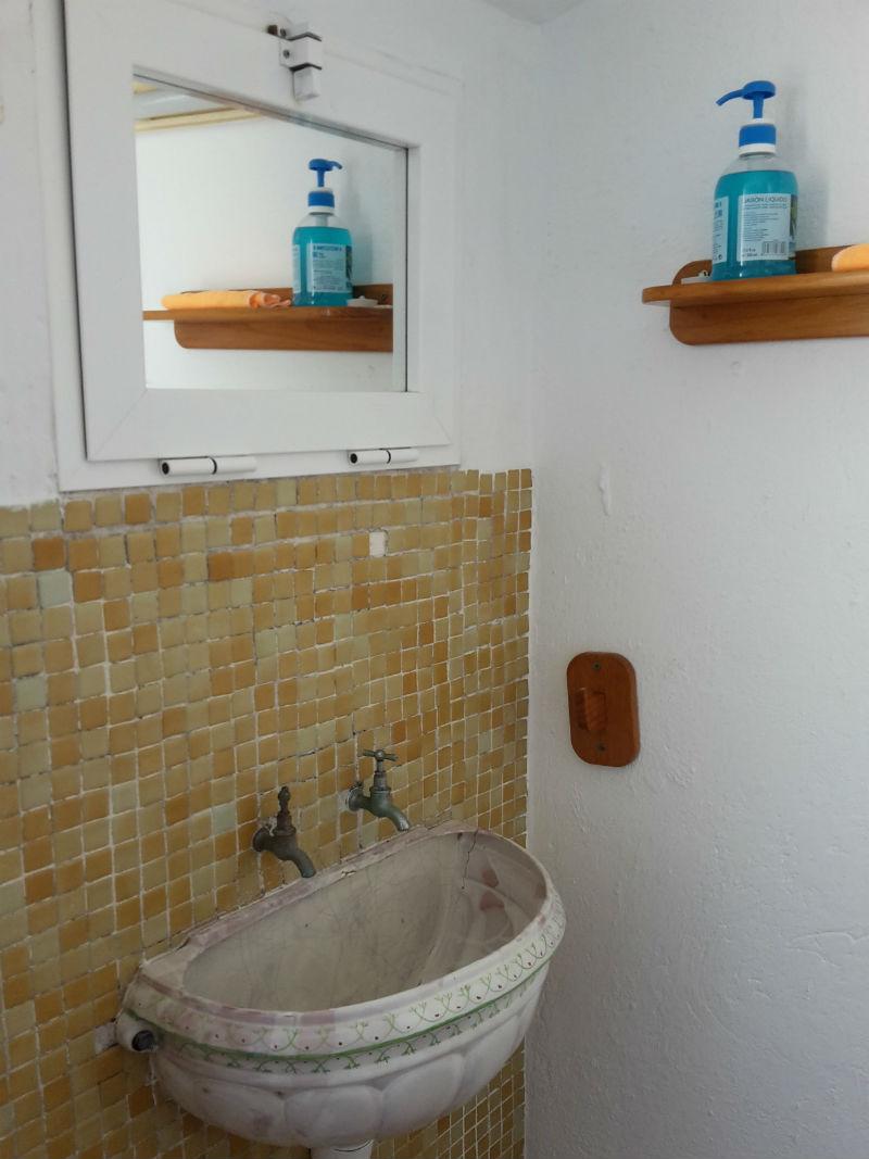Detalle lavabo casa rural Pitillas