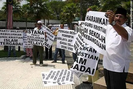 Perkasa members protest against the alleged proselytism of Muslims, outside the National Mosque in Kuala Lumpur, 19 August 2011. — Photograph: Malaysian InsiderFile pic