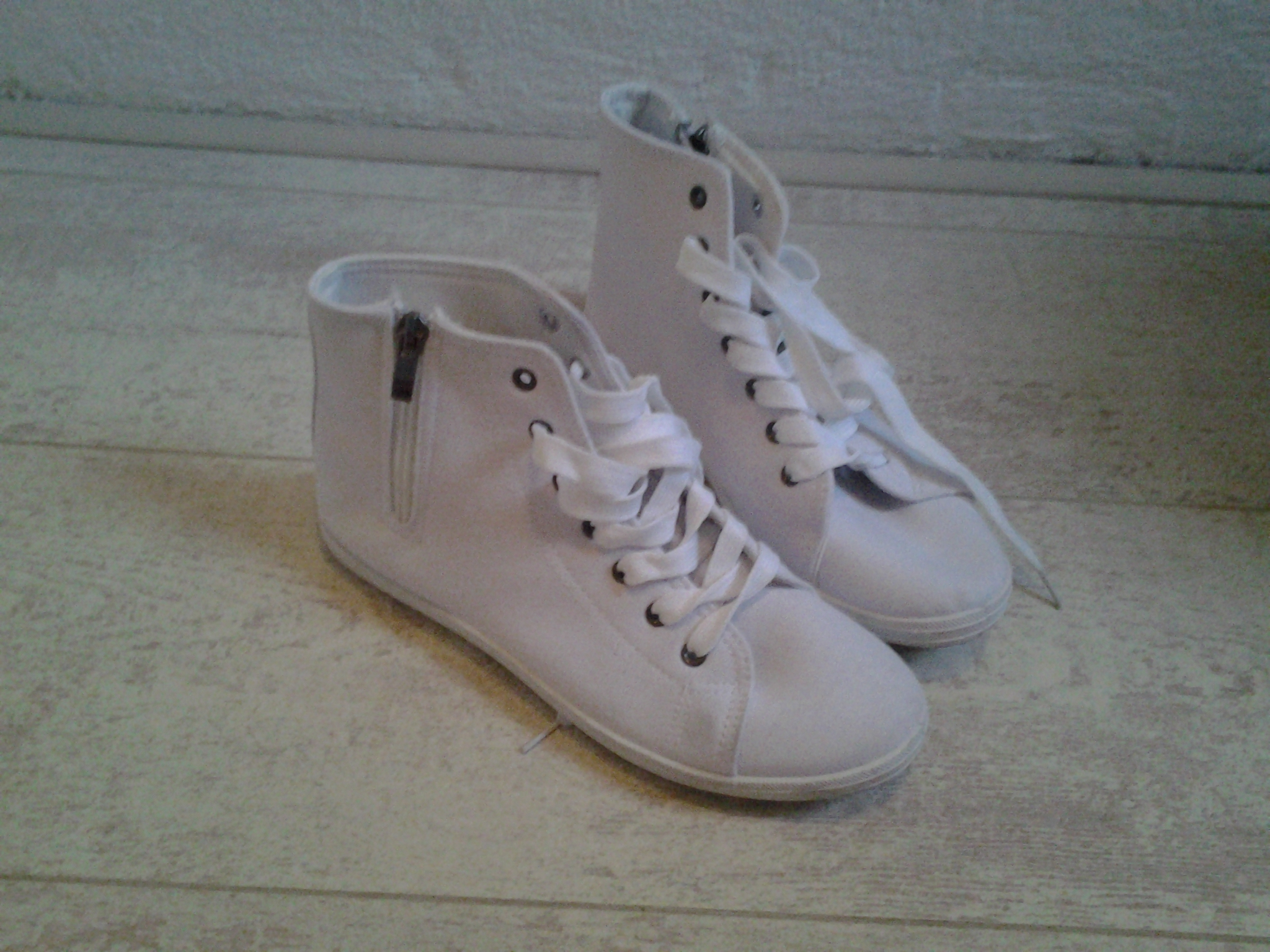 Witte Gympen Shoe Aholic A Little Bite Of My Life