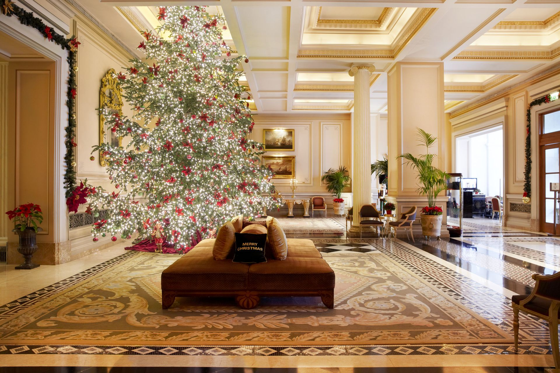 Decoration Hotel Christmas Festivities At Hotel Grande Bretagne King George