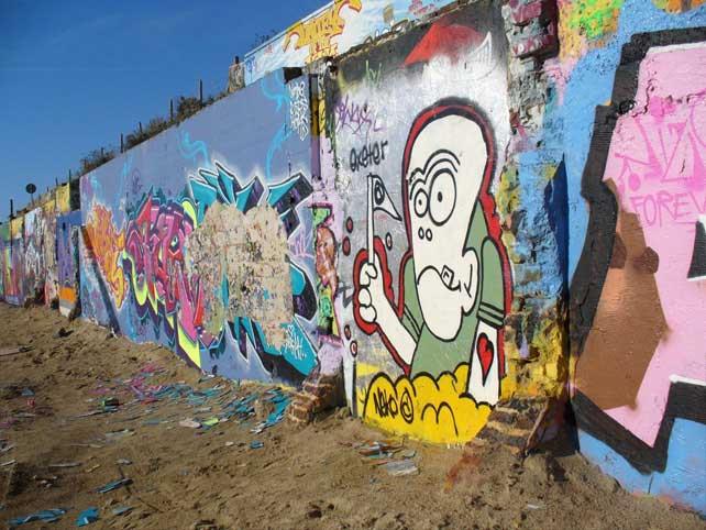 Fall Leaves Clip Art Wallpaper Graffiti Wallpaper 50 Funky Designs To Customize Your Desktop