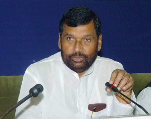 The Union Minister of Chemicals & Fertilizers and Steel, Shri Ram Vilas Paswan interacting with the media, at the inauguration of the National Steel Consumers Council Meeting, in New Delhi on October 04, 2008.