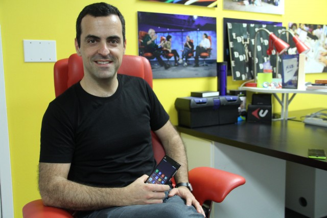 Hugo Barra shows me Xiaomi.