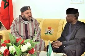"""ثمار الزيارة الملكية… نيجيريا تنزل """"علم البوليساريو"""" وترفع علم المغرب + فيديو"""