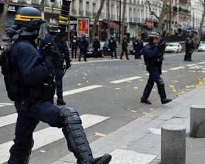 تظاهرات في فرنسا تطالب بإنهاء حالة الطوارئ
