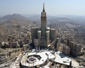 اجتماع طارئ اليوم لبحث استهداف الحوثيين لمكة وطهران ترفض الحضور