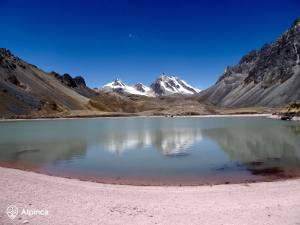 trekking-in-peru-lagoon-rose