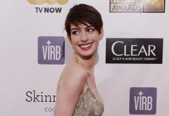 Critics-Choice-Awards-misspells-Anne-Hathaways-name-she-corrects-them-in-speech