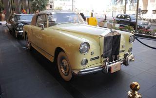 """""""الخارجية"""" الكويتية تقيم معرضا للسيارات الاثرية واللوحات الفنية والطوابع النادرة"""